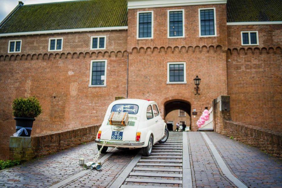 Bruiloft ontvangst op de brug Trouwlocatie trouwzaal huwelijksfeest huwelijkslocatie feestlocatie met trouwauto omgeving utrecht