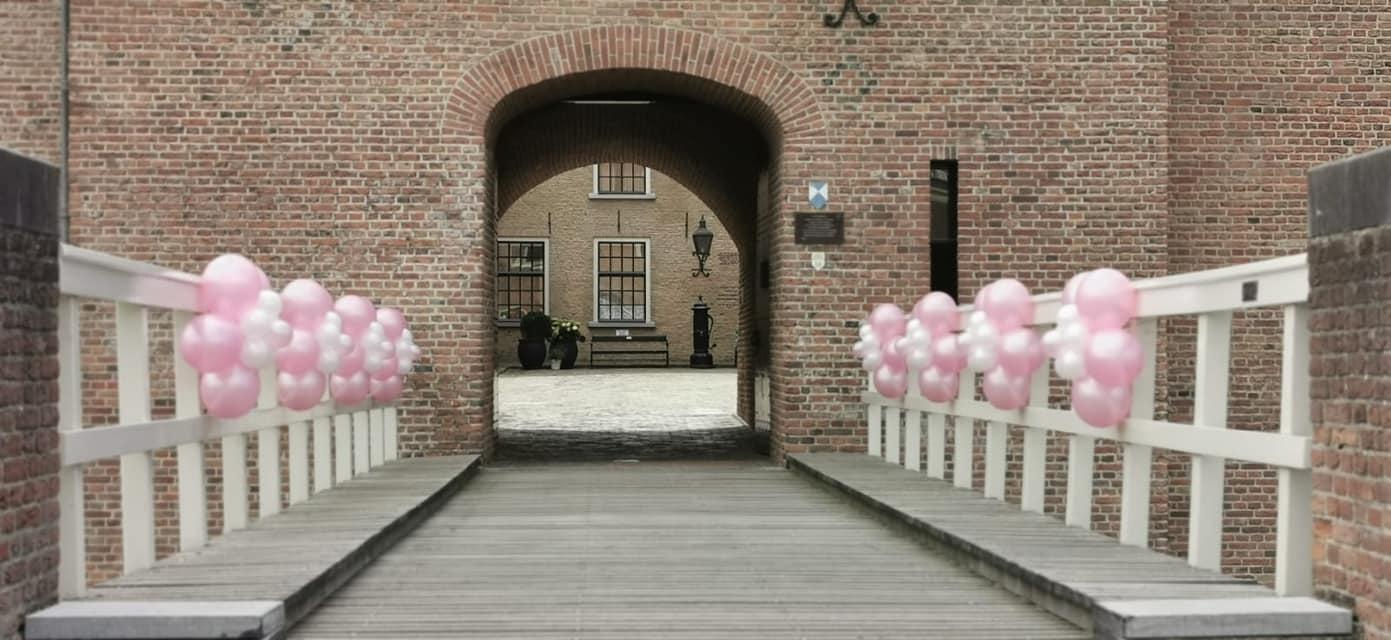 Brug binnenplaats trouwen huwelijksfeest
