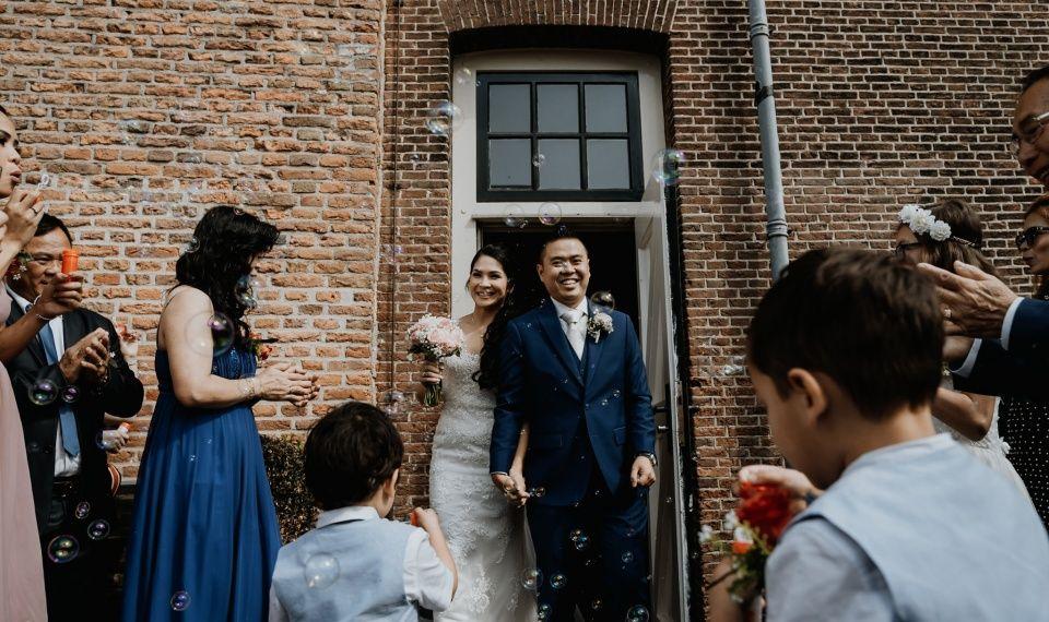 just married huwelijk bruiloft feest toost taart terrasTrouwlocatie trouwzaal huwelijksfeest huwelijkslocatie feestlocatie