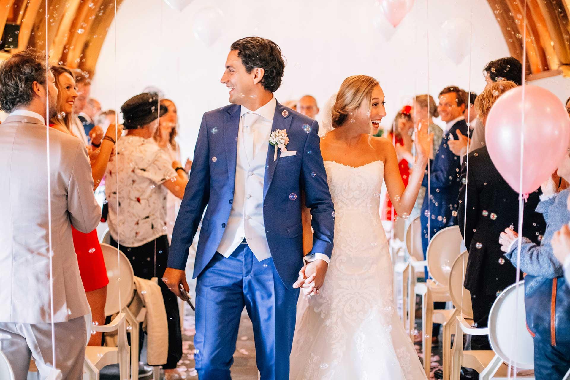 Bruiloft ceremonie na het Ja-woord in Kasteel Woerden