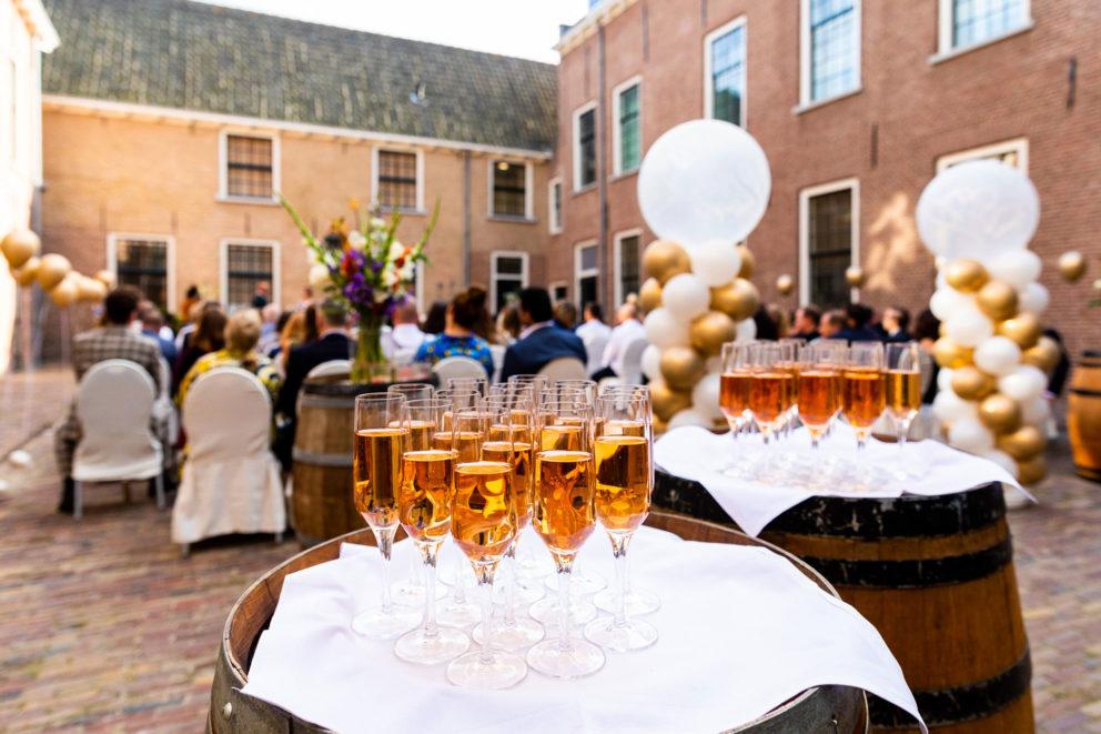 kasteel woerden trouwen utrecht huwelijk woerden ceremonie ontvangst kasteel kastelen trouwlocaties bruiloft binnenplaats