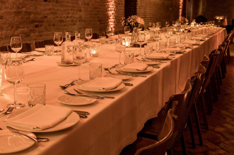 Diner in de gewelven voor partijen, bruiloften en zakelijke evenementen
