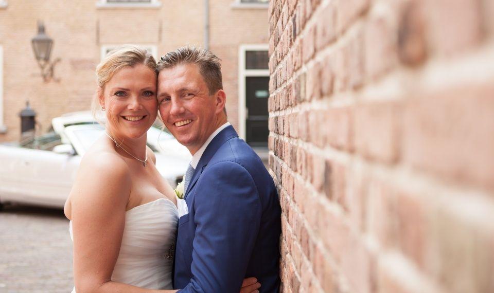 bruidspaar trouwen huwelijk binnenplaats Trouwlocatie trouwzaal huwelijksfeest huwelijkslocatie feestlocatie