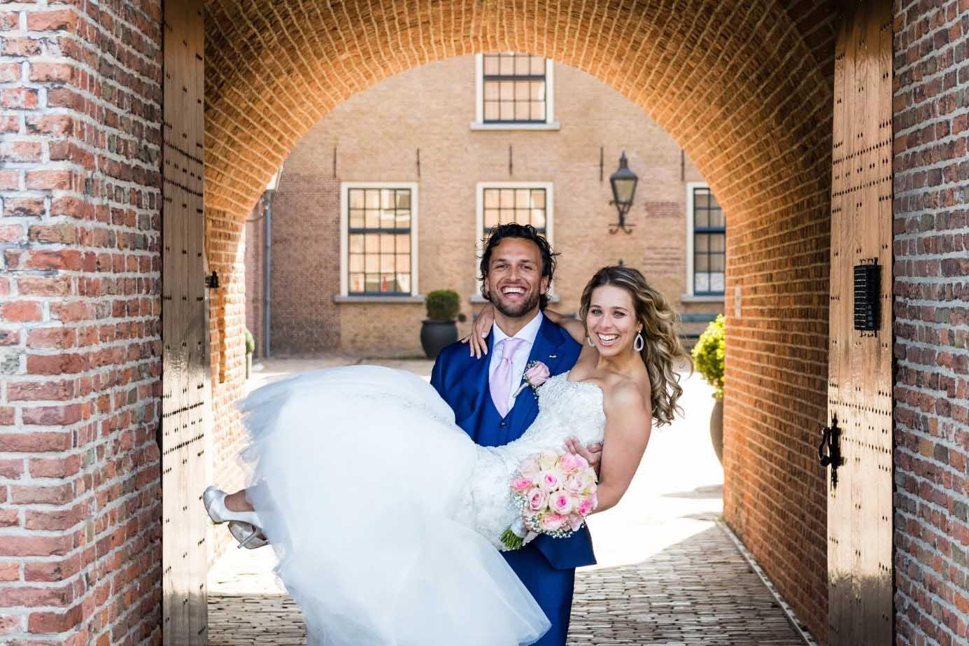 kasteel-woerden-trouwen-trouwlocatie-woerden-romantiek-centraal-huwelijk-buiten-groen