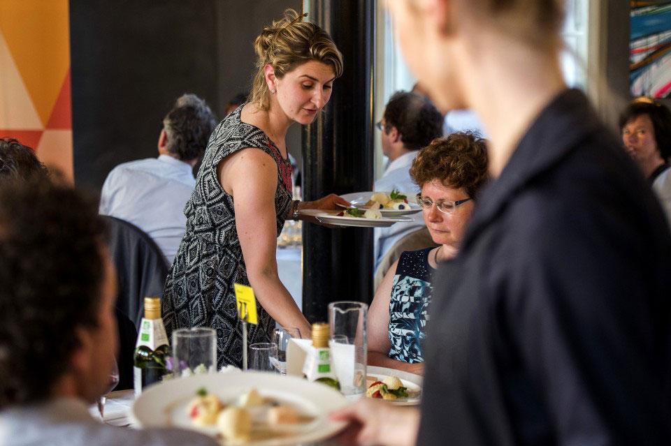 hospitalitymanager meewerken diner Van Ommerenzaal zakelijk event promotioneel lekker eten exclusief diner centraal in kasteel in groene hart van de randstad dichtbij Den Haag