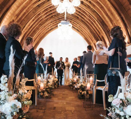 Trouwlocatie trouwzaal huwelijksfeest huwelijkslocatie feestlocatie weddingdeal in kasteel woerden trouwen in een romantisch kasteel met park en slotgracht ceremonie feest toost en taart regio utrechht rotterdam alphen gouda