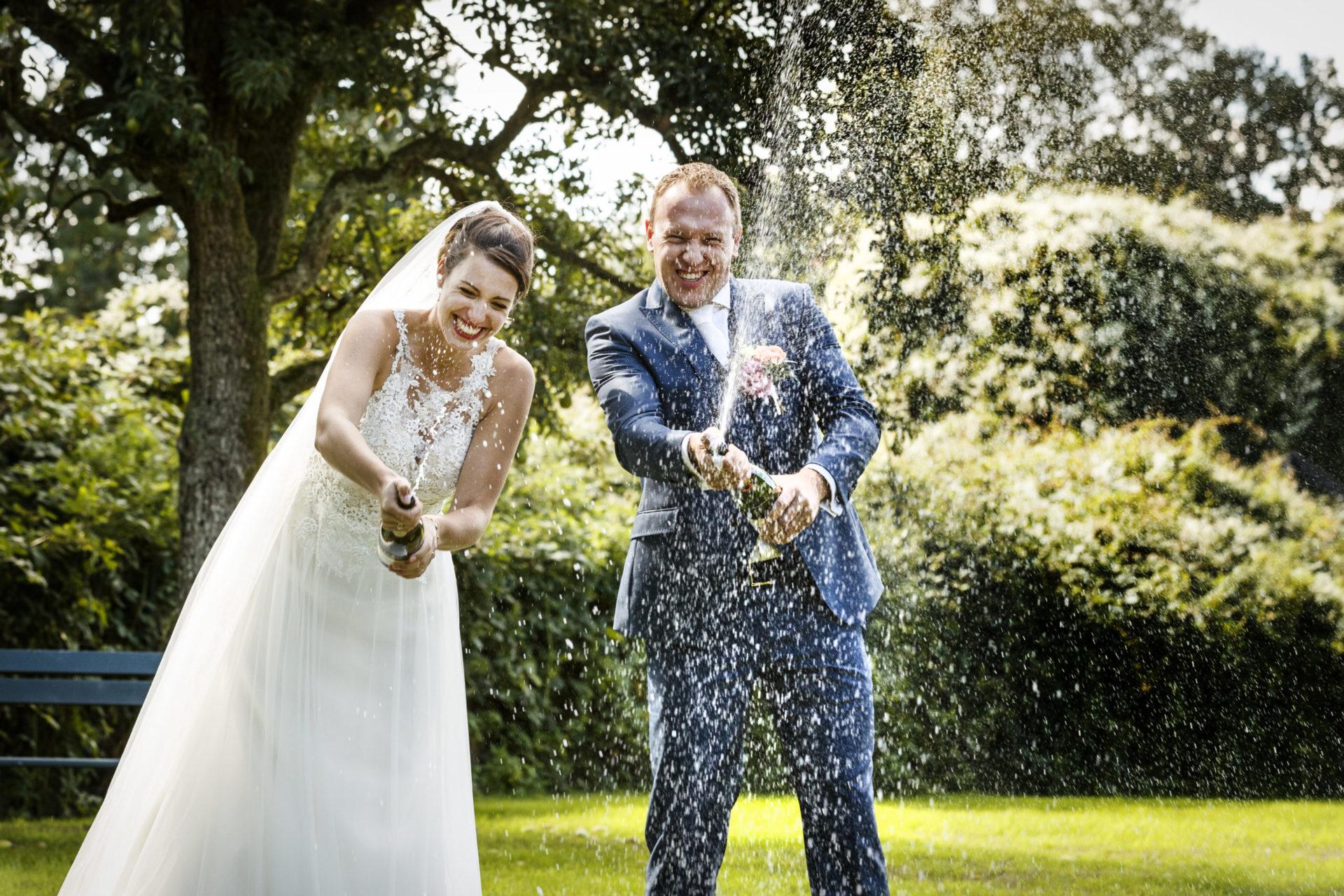 weddingdeal in kasteel woerdne trouwen in een romantisch kasteel met park en slotgracht ceremonie feest toost en taart regio utrechht rotterdam alphen gouda