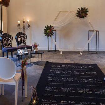 Kasteel Woerden ridderzaal trouwen bruiloft backdrop decoratie